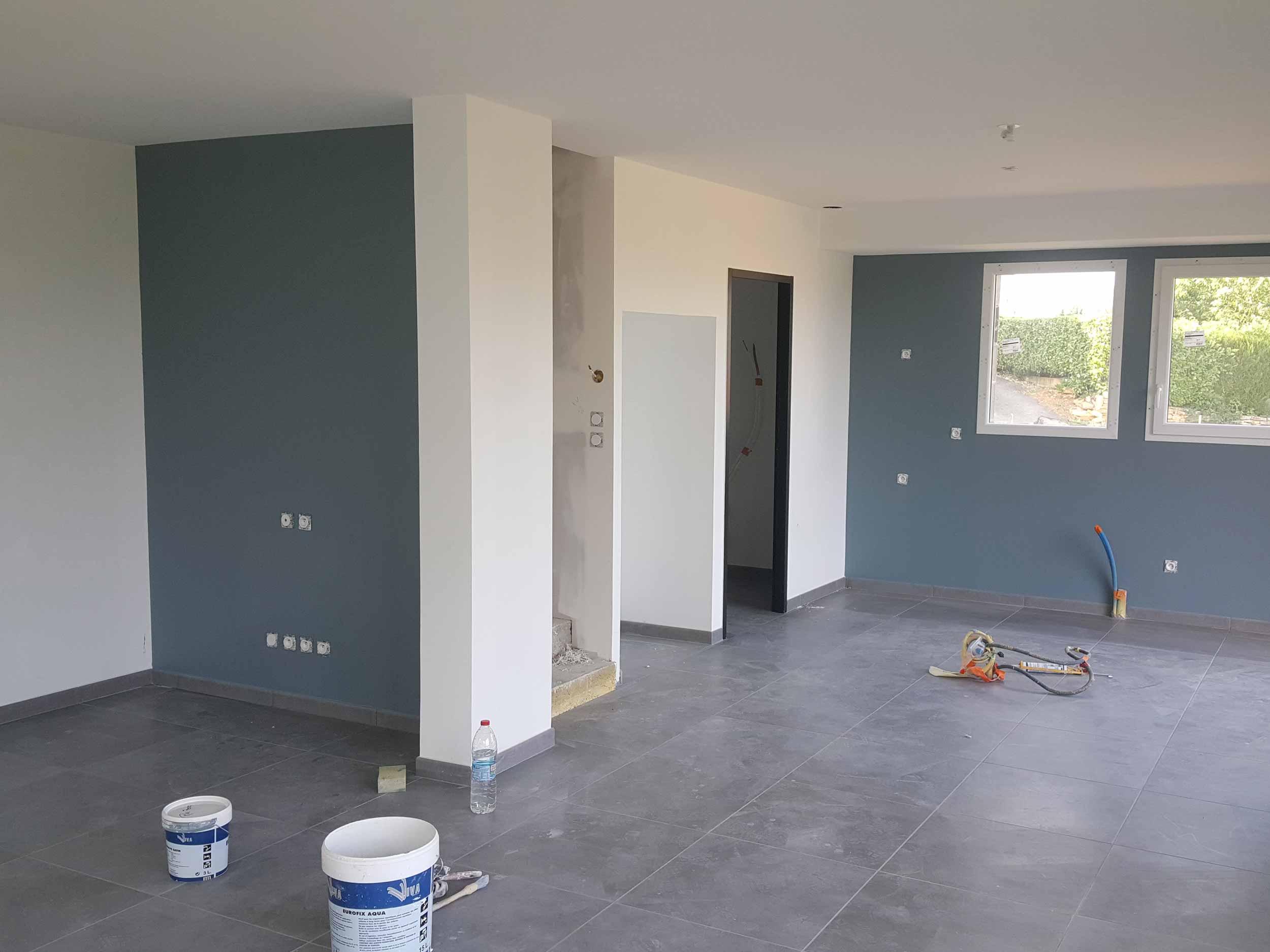 Vente de peinture pour la rénovation d'une maison à Villefranche